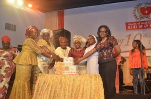 Cutting of the cake at the hearts of gold thanksgiving dinner